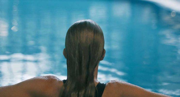 Bad i poolen på Storhogna Högfjällshotell & Spa